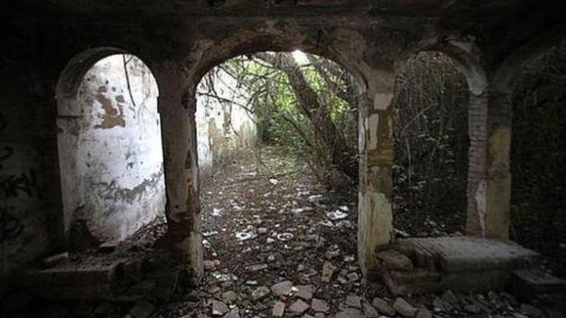 CASA DE LA LOCA........Palomares del Río, Sevilla Casa-embrujada-644x362-630x354x80xx-1