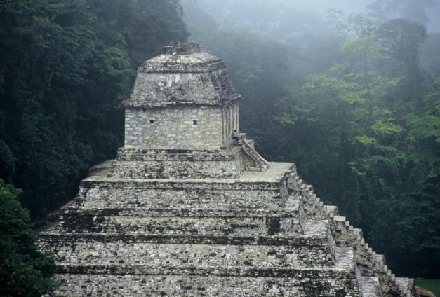 Palenque - Niebla en el templo de las inscripciones